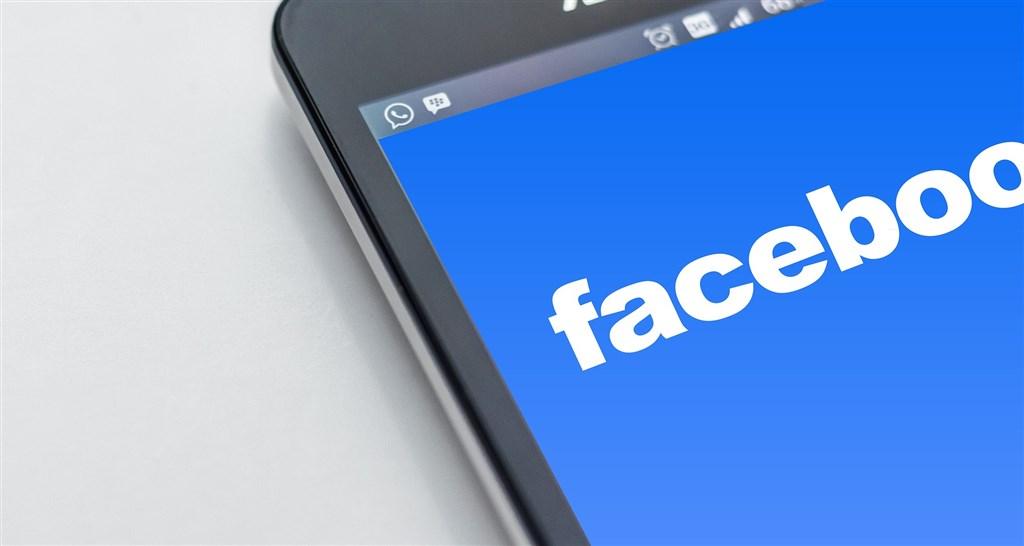 臉書公司14日腹背受敵,先是旗下產品掛點數小時,接著傳出美國檢方對臉書的資料分享協議展開刑事調查。(圖取自Pixabay圖庫)