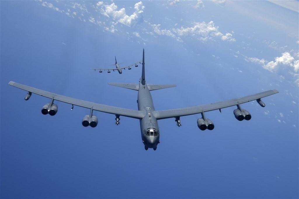 兩架美國空軍B-52H同溫層堡壘轟炸機13日在南海上空巡邏,進行例行訓練,這是美軍10天內第2度派遣轟炸機飛越具爭議的南海上空。圖為B-52H同溫層堡壘轟炸機同型機。(圖取自美國空軍網頁af.mil)