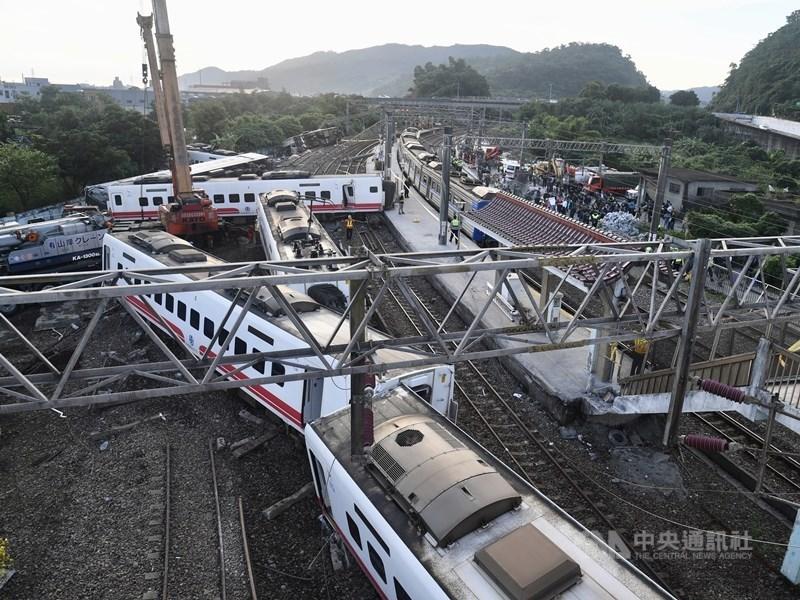 台鐵普悠瑪事故後,交通部台鐵局15日應罹難者家屬要求公布錄音通聯紀錄,共計222個聲音檔。(中央社檔案照片)