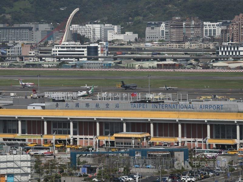 松山機場15日晚間再次發生無人機入侵事件,共8個航班受到影響。(中央社檔案照片)