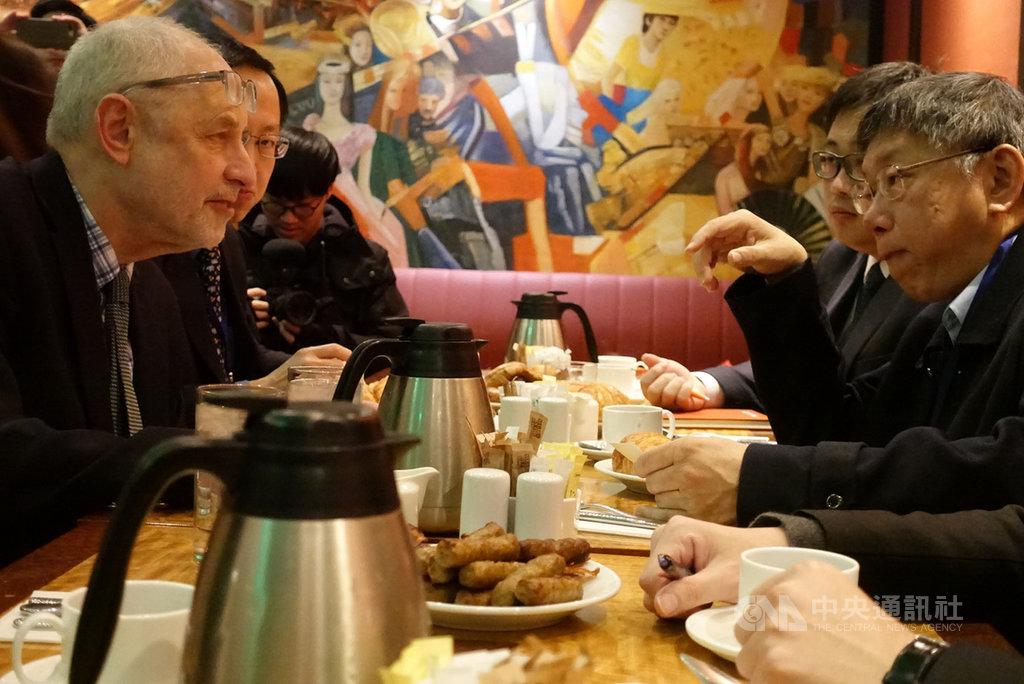 台北市長柯文哲(右)16日至24日赴美參訪,17日(當地時間)上午與哥倫比亞大學東亞研究所教授黎安友(Andrew Nathan)(左)進行早餐會,雙方會談約1小時。中央社記者梁珮綺攝  108年3月18日