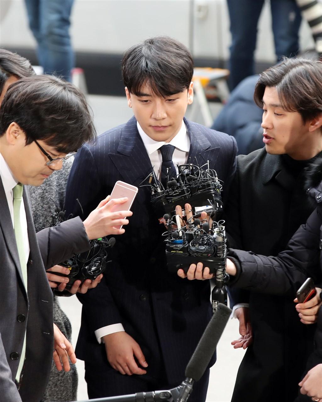 BIGBANG成員勝利(中)涉嫌提供性招待,14日到案接受警方調查。(韓聯社提供)