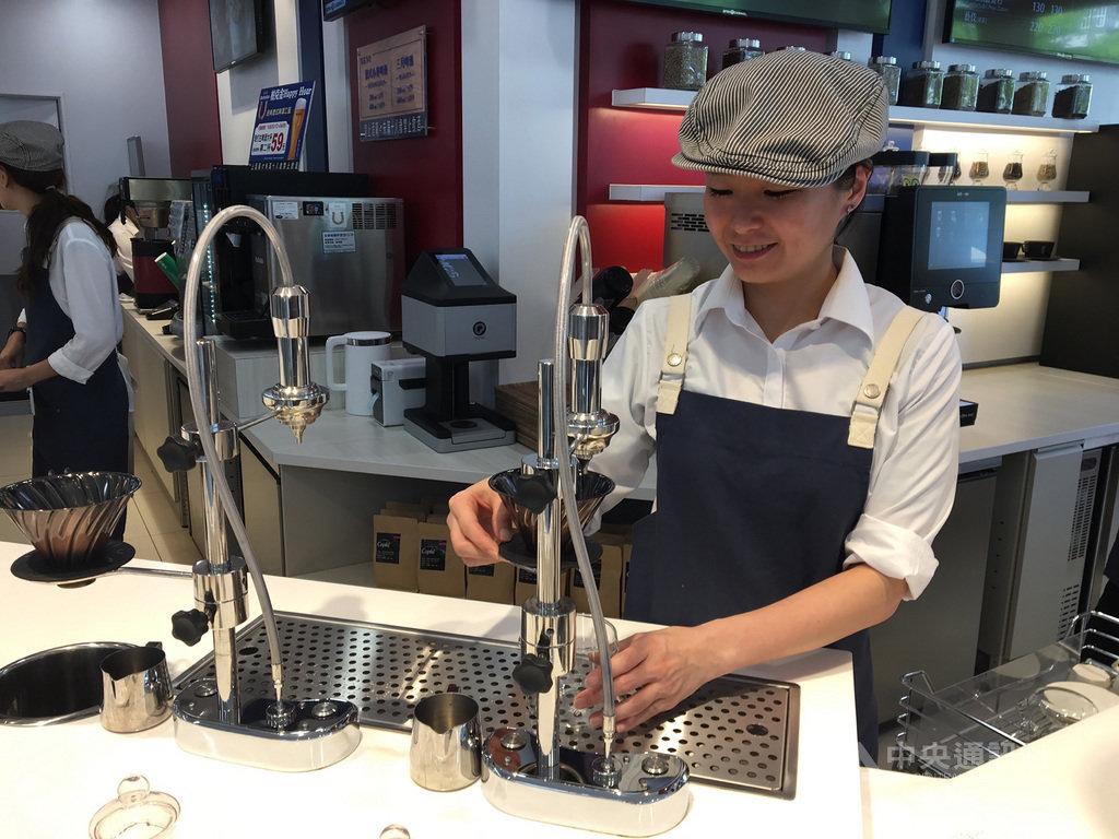 統一超商指出,CITY CAFE去年銷售超過3.2億杯,營業額突破130億元,今年更將咖啡豆升級,擴大經營精品咖啡市場,精品咖啡店今年將達1000店。中央社記者蔡芃敏攝 108年3月19日