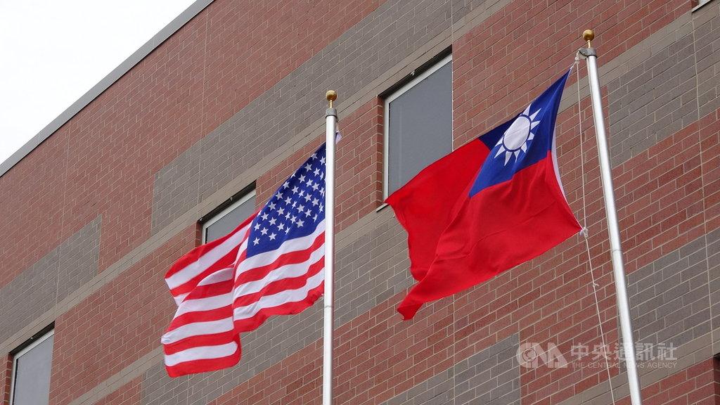 美國民主、共和兩黨多名聯邦參議員美東時間26日提出「台灣保證法」草案。草案指出,在台灣關係法40週年之際,應反映美台關係現實,法案將強化美台關係並支持台灣參與國際社會。中央社記者江今葉華盛頓攝 108年3月27日