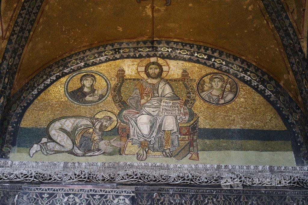 土耳其總統艾爾段表示,計劃將伊斯坦堡地標聖索菲亞博物館改成清真寺,藉以口應美國總統川普承認以色列擁有戈蘭高地主權。圖為聖索菲亞博物館內的聖像。中央社記者何宏儒伊斯坦堡攝 108年3月28日
