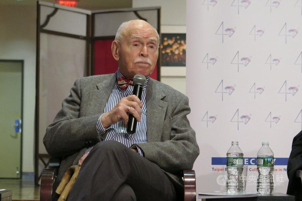 紐約大學法學院教授孔傑榮說,美國人須更深入認識台灣,國務院應調整台灣高層訪美限制,營造更多和總統蔡英文當面交流的機會。中央社記者尹俊傑紐約攝  108年3月28日