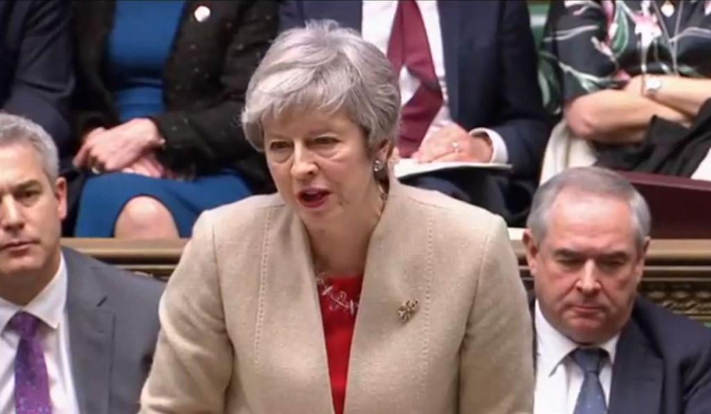 英國國會29日表決脫歐協議,以344票反對、286票支持,第3度否決首相梅伊(前)的脫歐協議。(圖取自facebook.com/10downingstreet)