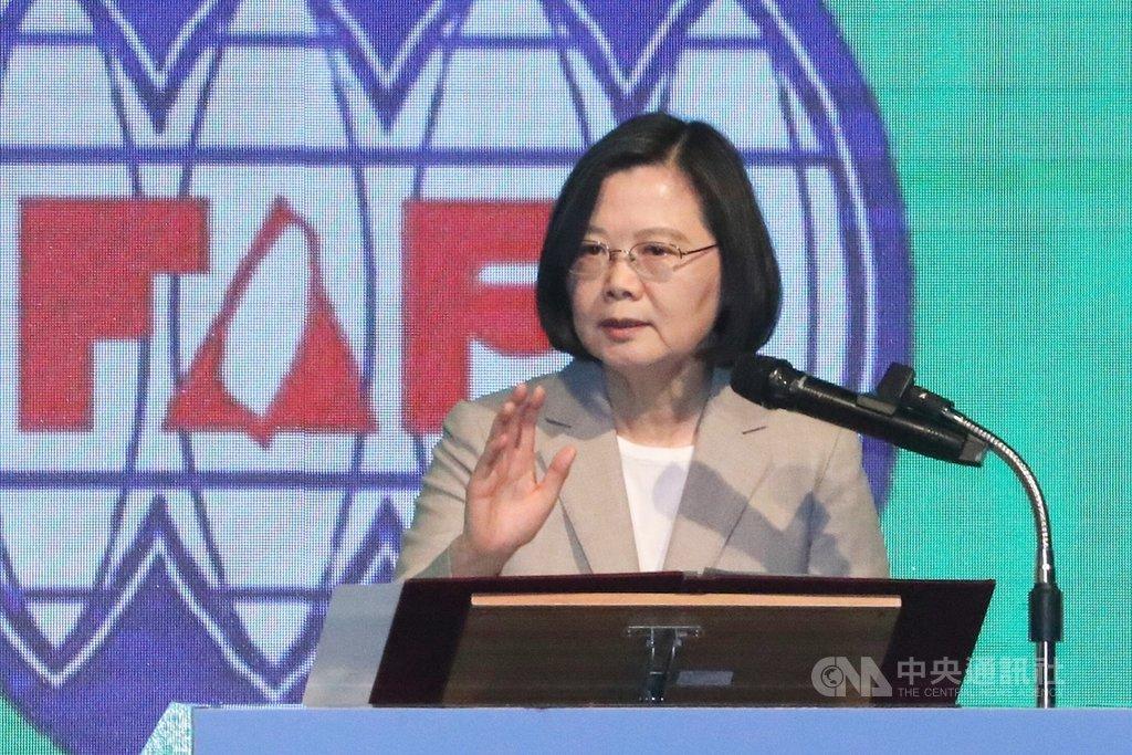 台灣人公共事務會(FAPA)30日在台北舉行台灣關係法40週年暨台灣旅行法一週年慶祝餐會,總統蔡英文致詞表示,她會繼續拚,請大家對她、對台灣有信心,大家一起為台灣的未來拚到底。中央社記者吳翊寧攝 108年3月30日