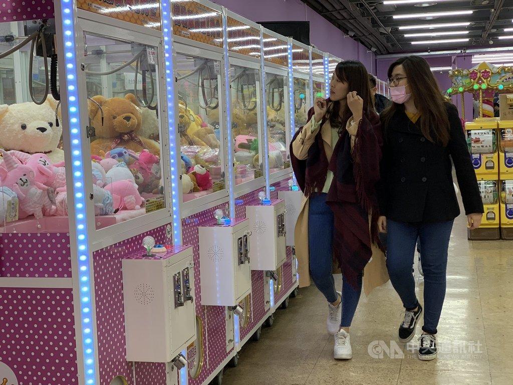 國稅局查稅將鎖定夾娃娃機店,在台北市有3個場的場主潘姓男子表示,如果因為繳稅能讓政府對這個產業有認同感,他願意繳稅。中央社記者張新偉攝 108年3月31日