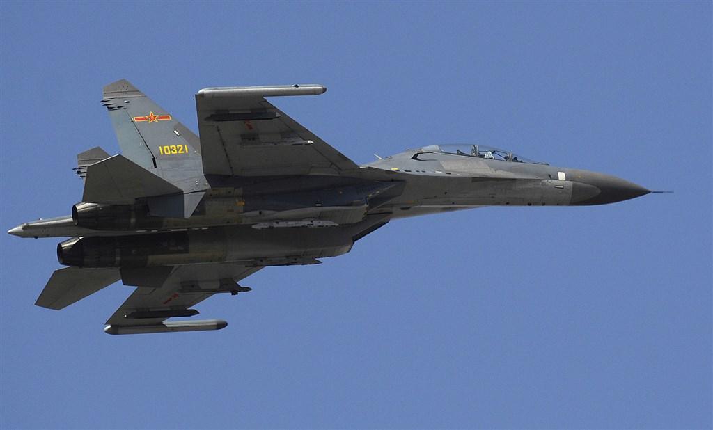 共軍2架殲11戰機31日下午越過台灣海峽中線,空軍緊急派出多架戰機升空攔截,全程掌握中國軍機動向。圖為殲-11S戰機。(圖取自維基共享資源,版權屬公有領域)