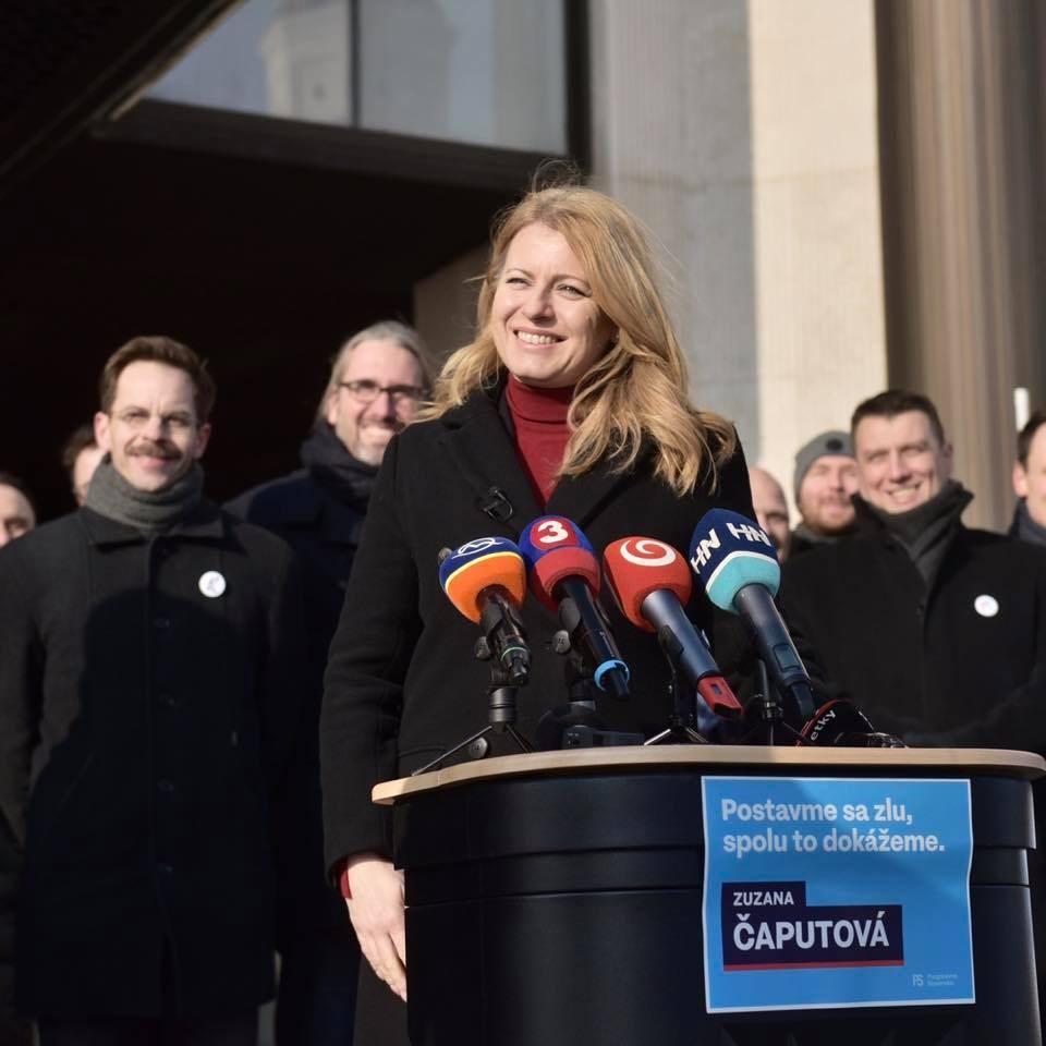 斯洛伐克選民對貪腐的怨氣,讓自由主義派律師查普托娃(前)30日一舉贏得總統大選。(圖取自facebook.com/zcaputova)