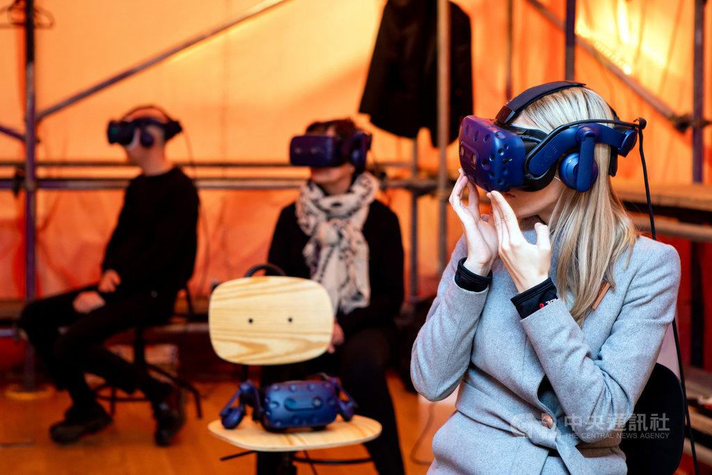 第一屆英國台灣影展為了首映導演蔡明亮的VR電影「家在蘭若寺」,搭建了一座快閃VR電影院,配合作品的廢墟氛圍,相當獨特。(駐英文化組提供)中央社記者戴雅真倫敦傳真 108年4月5日