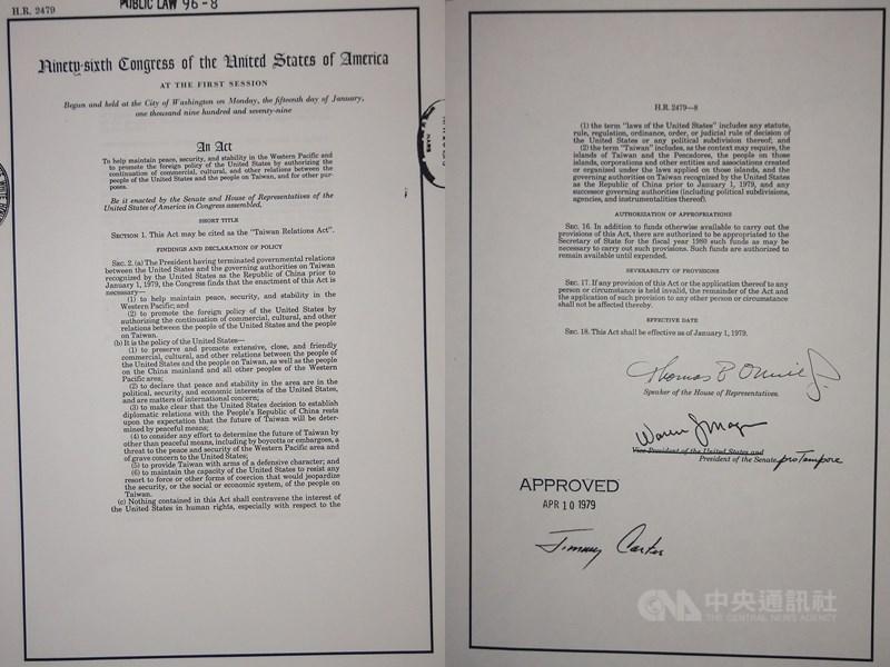 美國國會圖書館蒐藏的台灣關係法原件,卡特總統於1979年4月10日簽署同意。(中央社檔案照片)