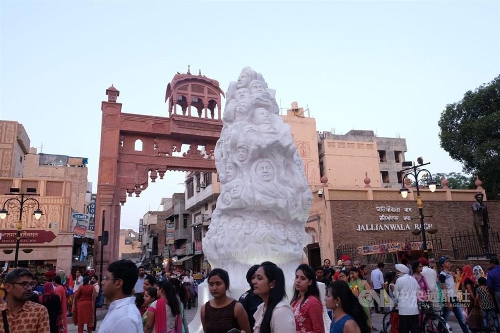 印度黃金廟附近的札連瓦拉園紀念碑和阿姆利澤慘案博物館,紀念1919年英軍開槍屠殺上千名印度民眾,成為遊客流連憑弔歷史的地方。(中央社檔案照片)
