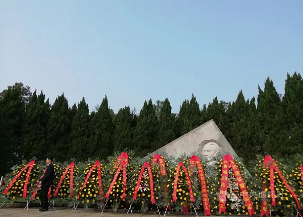 今天是中共前領導人胡耀邦逝世30週年,在中共嚴密防控下,胡耀邦的部分親屬上午已前往江西共青城的耀邦陵園祭拜。圖為15日陵園現場。(取自微信公眾號吳氏宗親網)中央社 108年4月15日