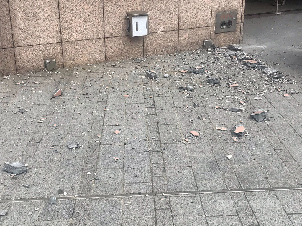 The building exterior tile and granite wall panel fell off after earthquake.