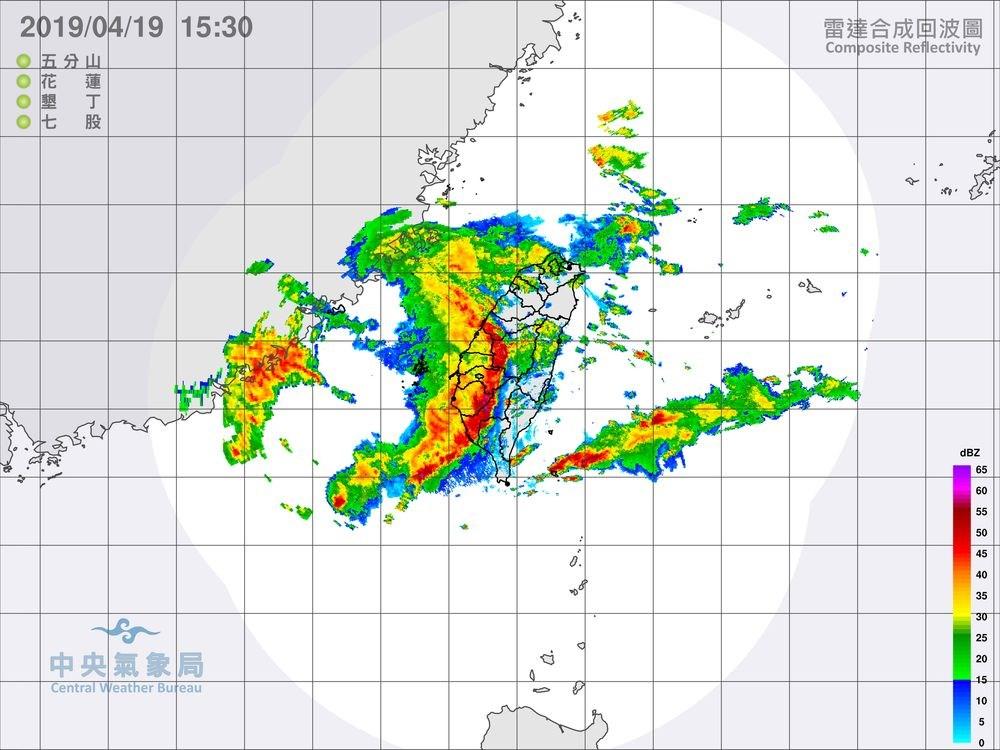 中央氣象局19日下午發布即時天氣訊息指出,颮線接近,對流雲系旺盛。(圖取自中央氣象局網頁cwb.gov.tw)