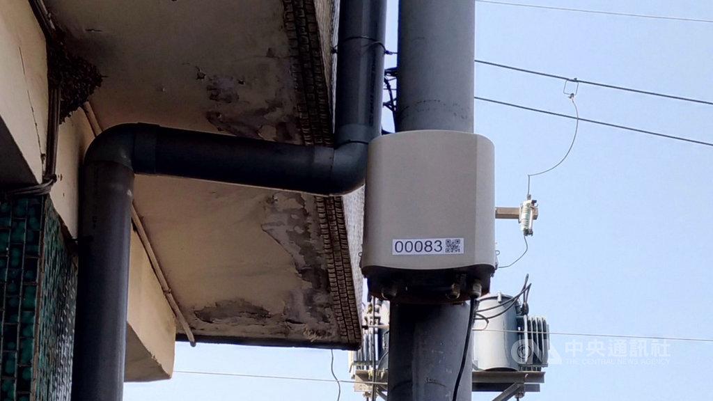 台中市政府環保局將與行政院環保署合作,在工廠、學校及公共場所等人口密集區增加350個「微型感測器」布點,使鄰近感測器100至300公尺民眾快速掌握空氣品質即時參考數據。(市府提供)中央社記者郝雪卿傳真 108年4月19日