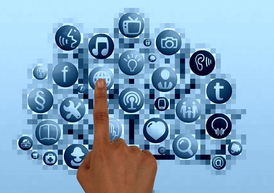 行政院推動5G原預計明年6月建置完成,現在可能提早到今年年底或是明年1月。(圖取自Pixabay圖庫)