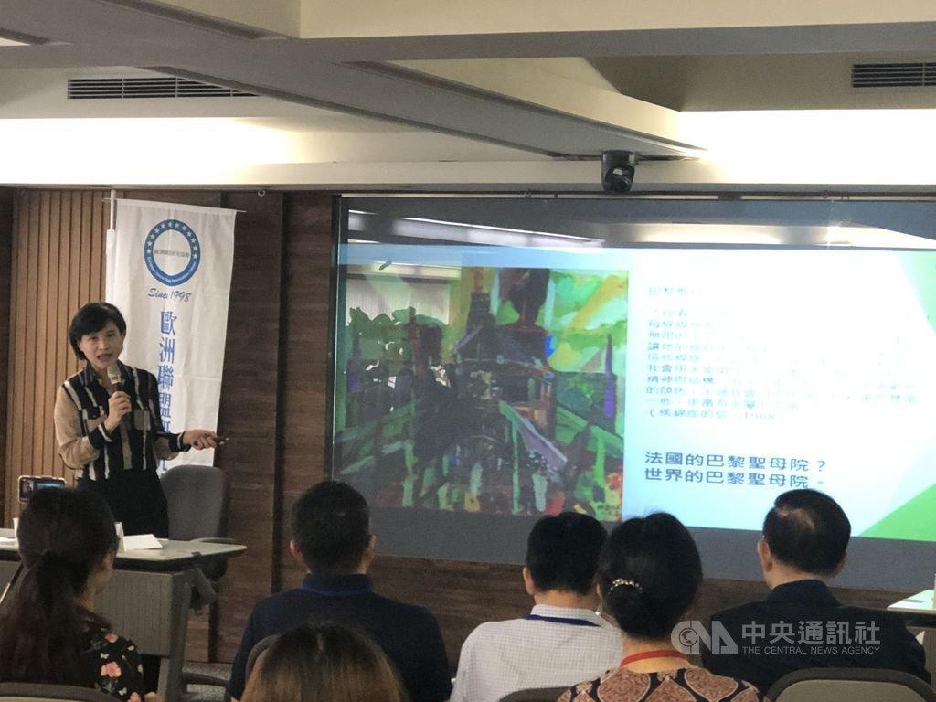 台灣歐洲聯盟研究協會20日下午舉行會員大會,邀請文化部長鄭麗君(後左)主講「台灣文化部對歐洲文化政策與工作經驗分享」,分享台灣與歐洲的共同價值及所面臨的共同挑戰。中央社記者鄭景雯攝 108年4月20日