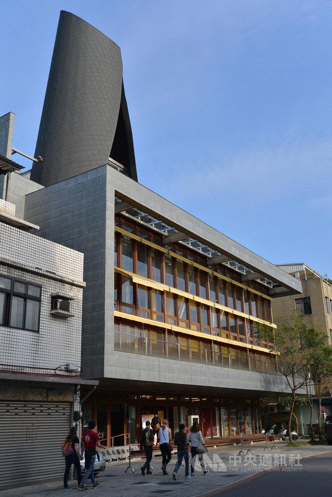 看見.齊柏林基金會規劃「齊柏林空間」,22日將正式進駐「淡水藝術工坊」和「得忌利士洋行」後棟倉庫,活化介於兩場館的戶外開放空間,建構屬於淡水的藝文地景,並提供民眾一個駐留、遙想的所在。(淡水古蹟博物館提供)中央社記者黃旭昇新北市傳真 108年4月20日