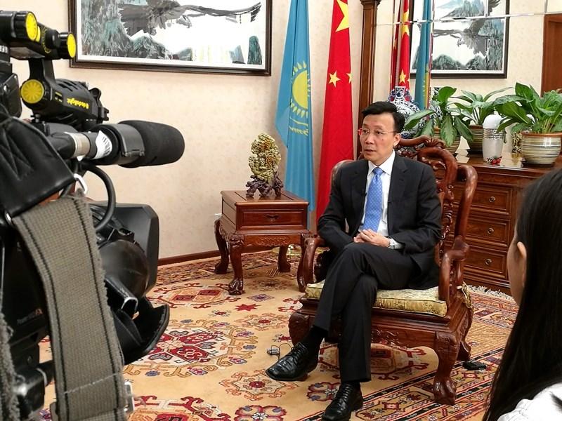 中國駐哈薩克大使張霄接受哈薩克媒體聯合採訪時一番「不會普通話談什麼人權」的說法引起議論。他並指控外界對新疆再教育營的諸多報導是「假新聞」。(檔案照片/中新社提供)