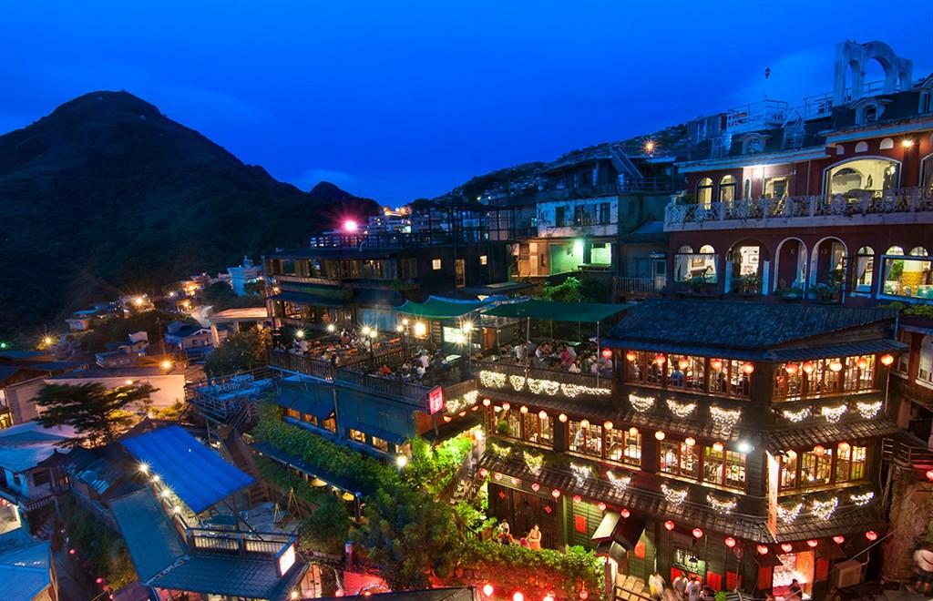 根據一份民調顯示,令和時代日本人最想去旅遊的地方是台灣。圖為九份老街夜色。(圖取自交通部觀光局網頁taiwan.net.tw)