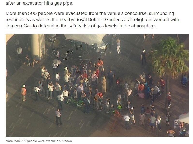 澳洲9News報導,雪梨歌劇院在當地時間23日下午4時,因工程作業挖破瓦斯管線,緊急疏散500多人。(圖取自9News網頁9news.com.au)