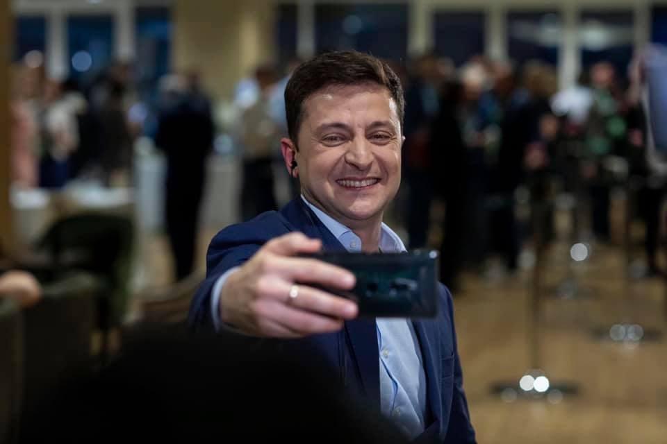 根據出口民調,烏克蘭總統大選決選由41歲電視喜劇演員澤倫斯基勝出。(圖取自facebook.com/ze2019official)