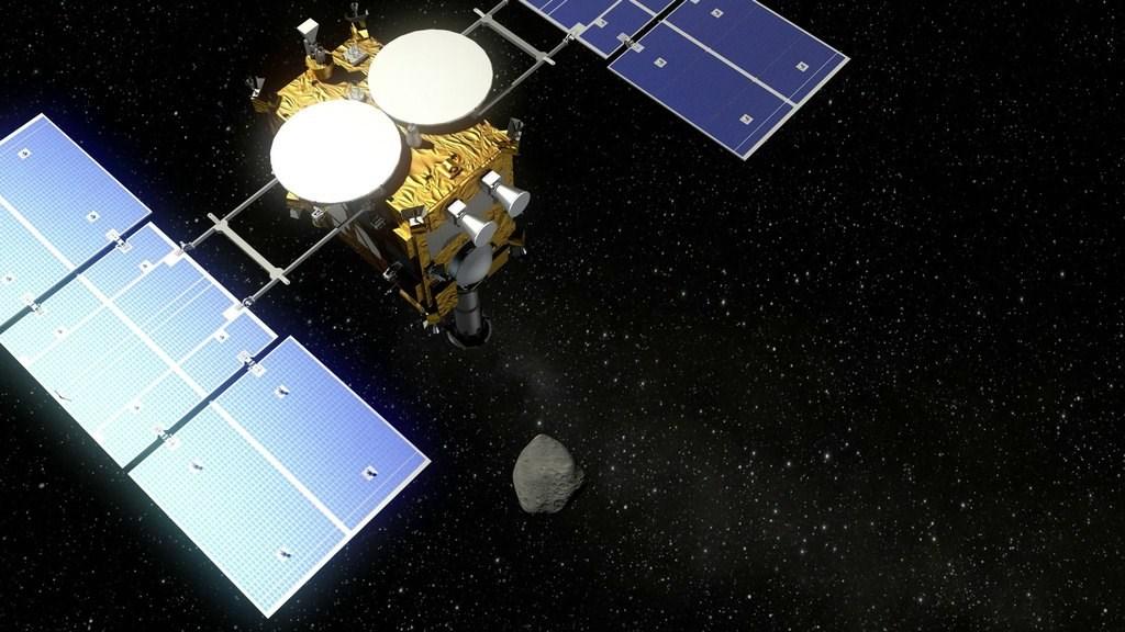日本探測機隼鳥2號模擬圖。(圖取自維基共享資源;作者Deutsches Zentrum für Luft- und Raumfahrt,CC BY-SA 3.0)
