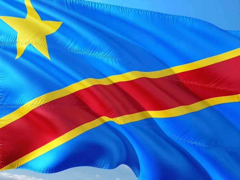中國是剛果超過1/3外債的債主,但剛果政府日前因經濟持續疲軟向國際貨幣基金請求紓困,讓中國撒錢式經濟擴張策略踢到鐵板。圖為民主剛果國旗。(圖取自Pixabay圖庫)