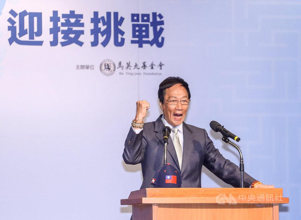 鴻海董事長郭台銘30日上午出席馬英九基金會舉辦的「突破困境,迎接挑戰」重振台灣競爭力會議,以「中美貿易戰對未來台灣經濟的機遇與挑戰」為題發表專題演講。中央社記者裴禛攝 108年4月30日