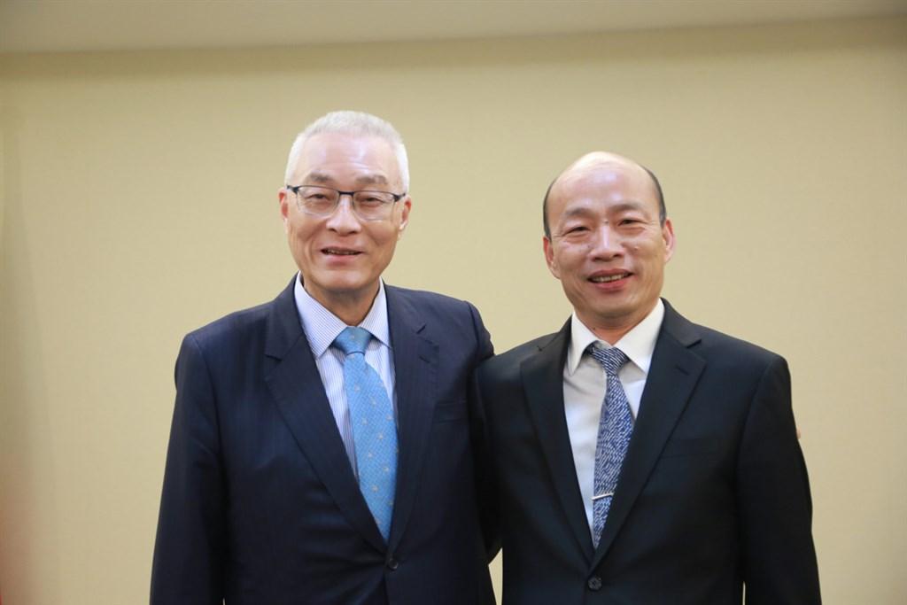 國民黨主席吳敦義(左)30日與高雄市長韓國瑜(右)會面,針對國民黨總統初選相關事項進行討論。(國民黨提供)中央社記者余祥傳真 108年4月30日