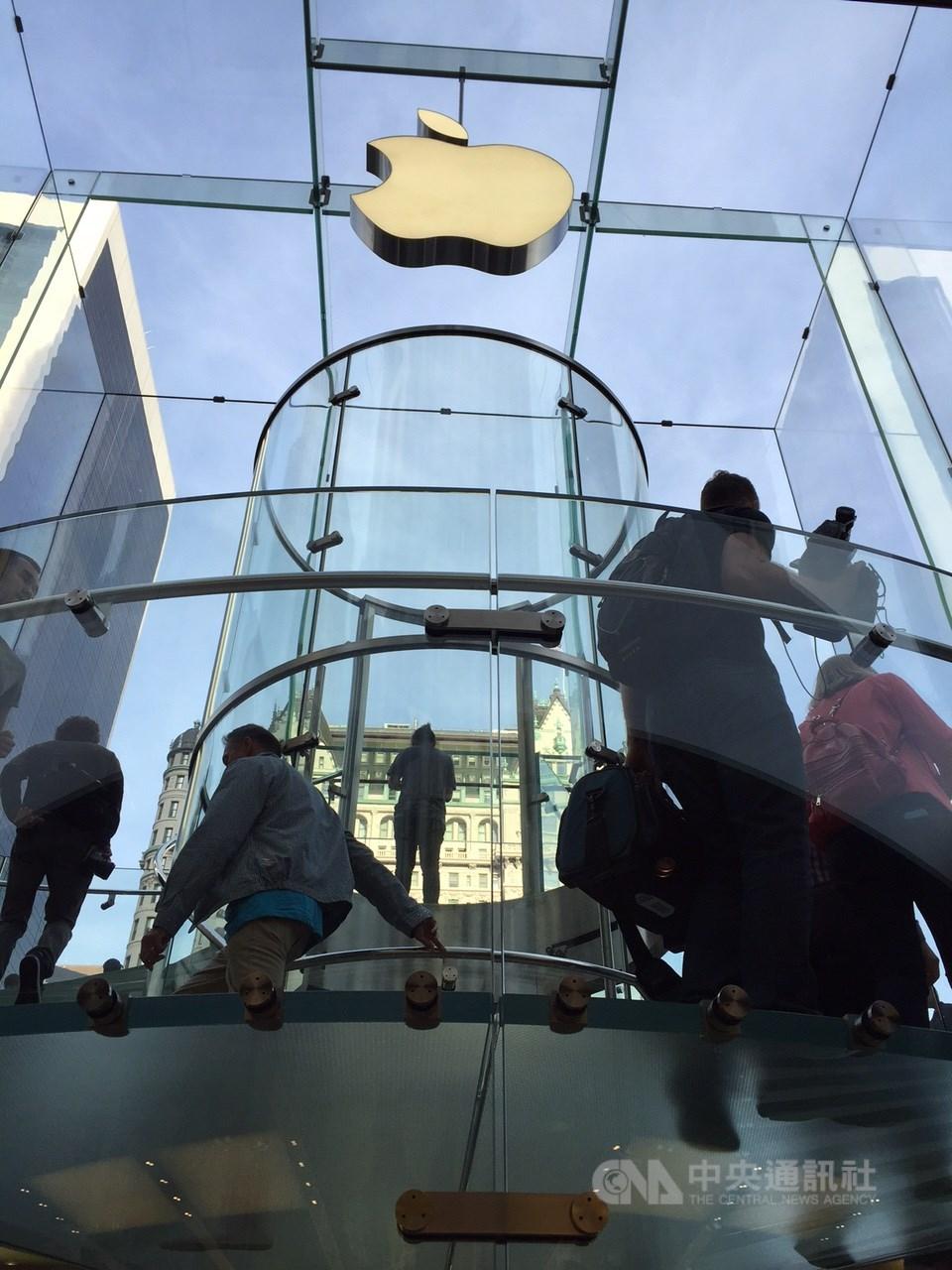 圖為蘋果紐約旗艦店。(中央社檔案照片)