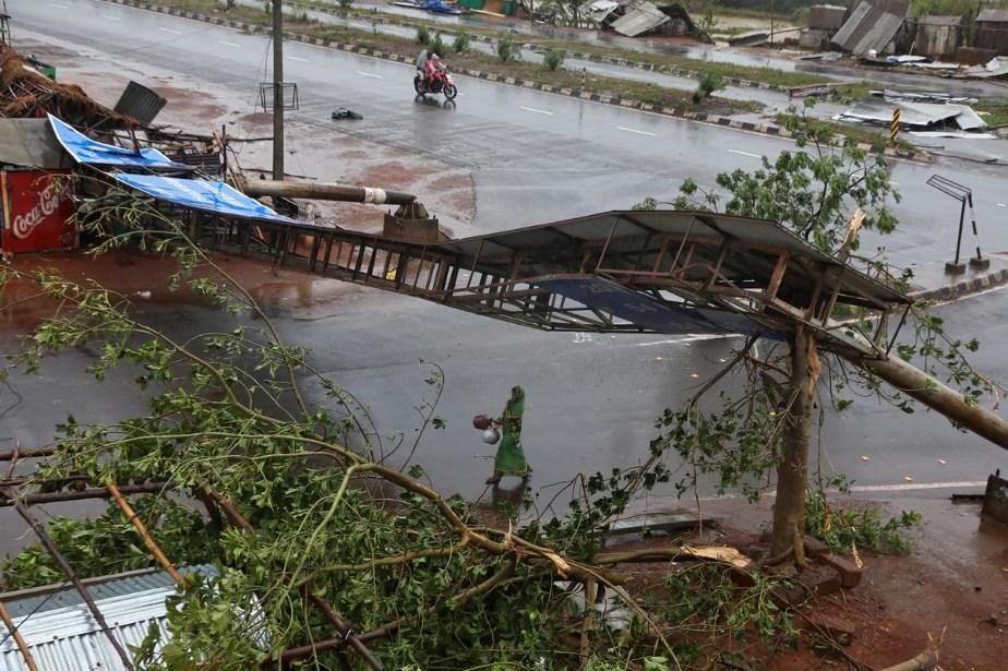 印度遭威力強大的熱帶氣旋侵襲,東部奧里薩省至少有12人喪生。(路透社提供)