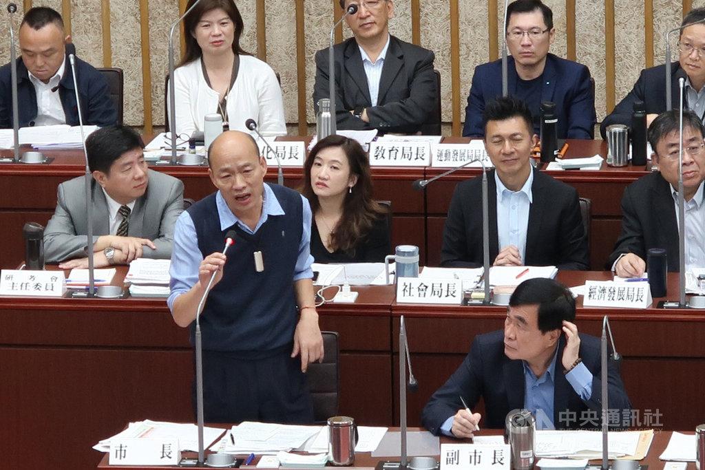高雄市議會近日進行總質詢,高雄市長韓國瑜(前左)9日上午列席備詢。中央社記者王淑芬攝  108年5月9日