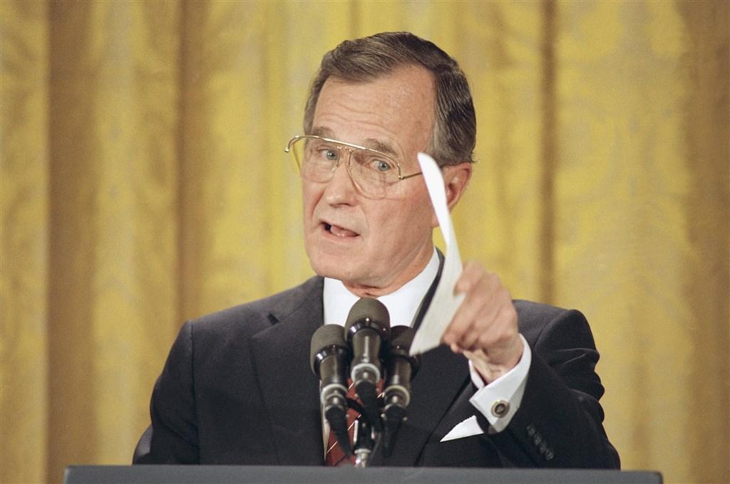 六四血腥鎮壓後,時任總統老布希立即下令停止向中國出口武器。(檔案照片/美聯社)