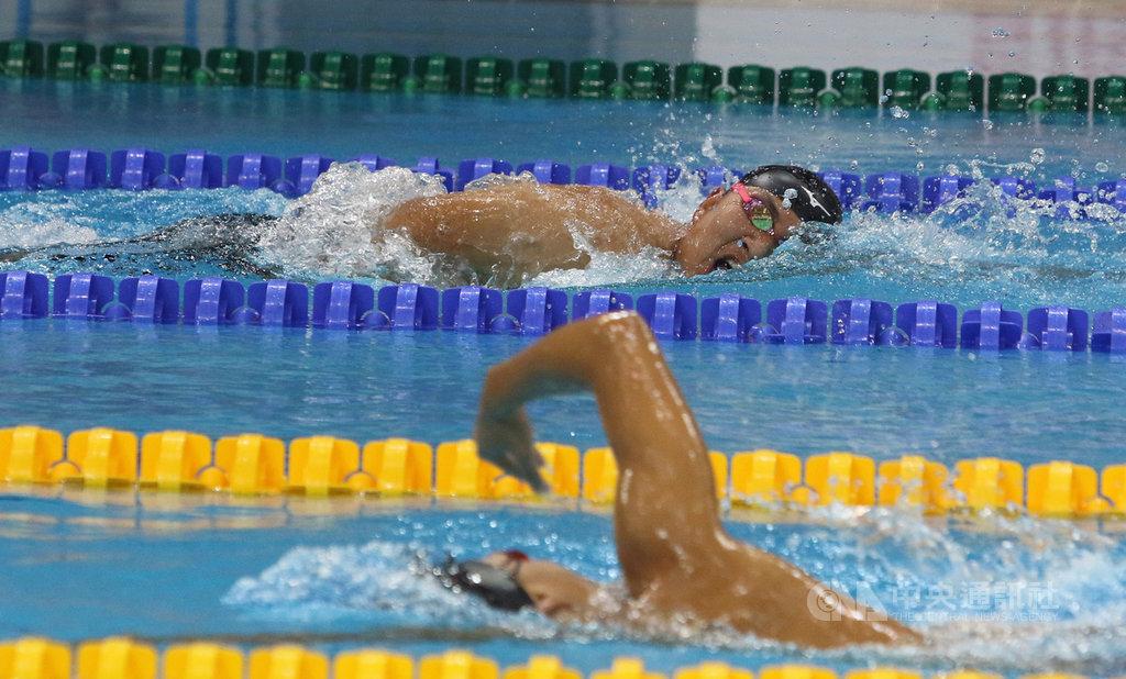 新加坡2019帕拉游泳世界錦標賽,台灣泳將陳亮達(上)在100公尺仰式,打破S7級全國紀錄。中央社記者黃自強新加坡攝 108年5月11日