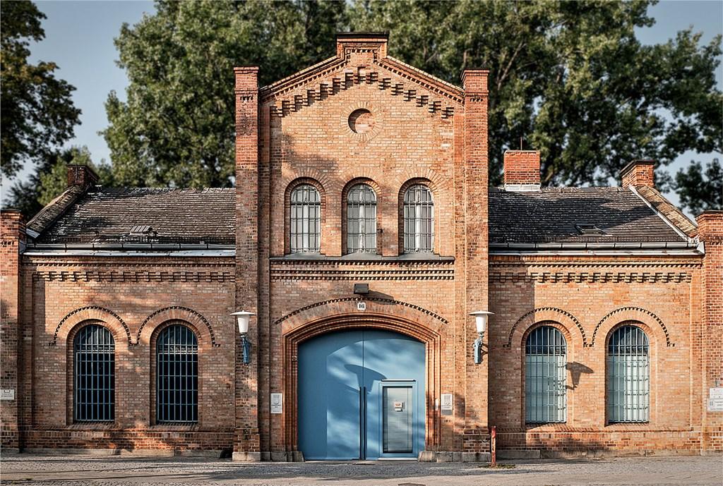 第三帝國解剖學教授史蒂佛曾解剖研究在柏林普洛成西監獄(圖)喪命的囚犯屍體,包括遭處決的反抗軍戰士。(圖取自維基共享資源;作者Ahle, Fischer & Co. Bau GmbH,CC BY-SA 3.0)