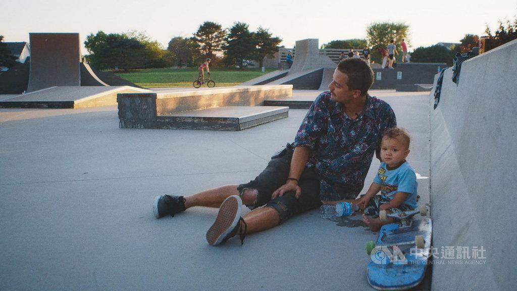美國華裔導演劉冰執導首部紀錄長片「我們為什麼溜滑板」,透過拍攝自己與兩位滑板同好的故事,探討美國社會的階級問題。(2019城市遊牧影展提供)中央社記者洪健倫傳真 108年5月13日