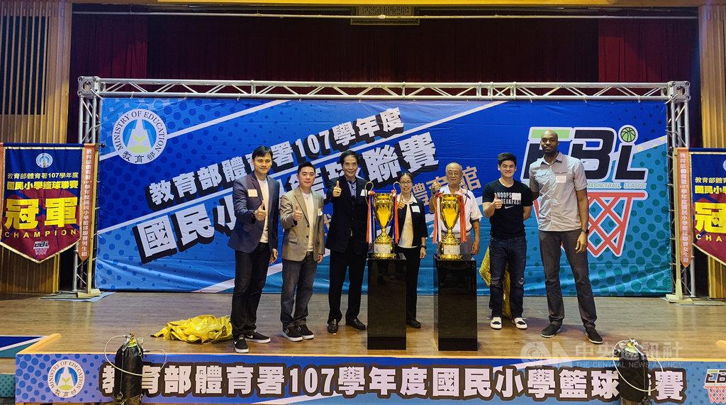 107學年度國民小學籃球聯賽20日起點燃戰火,教育部體育署14日在台北舉辦賽事記者會,邀請民眾一同為選手們加油打氣。中央社記者龍柏安攝 108年5月14日
