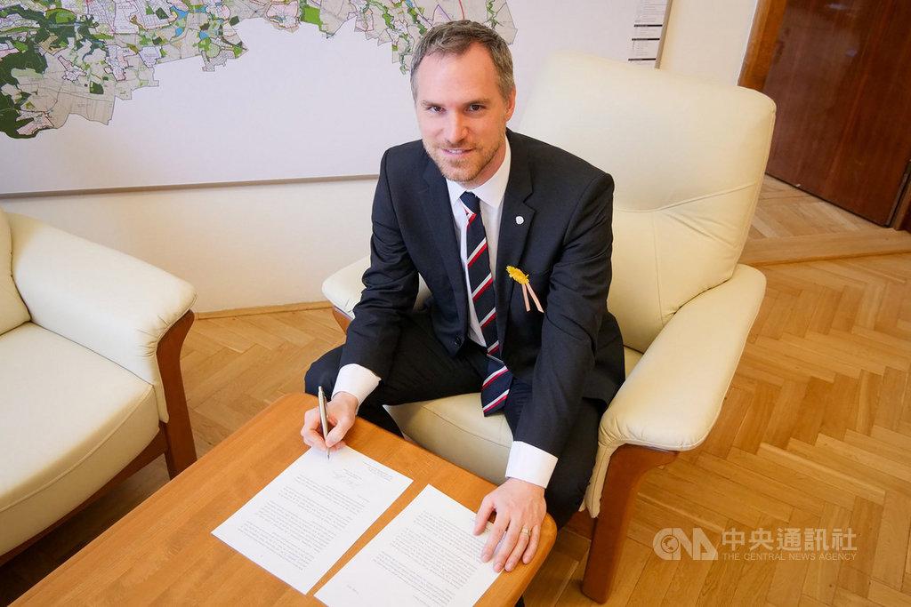布拉格市長賀瑞普致函世界衛生組織,呼籲接納台灣。(布拉格市長辦公室提供)中央社記者林育立柏林傳真 108年5月17日