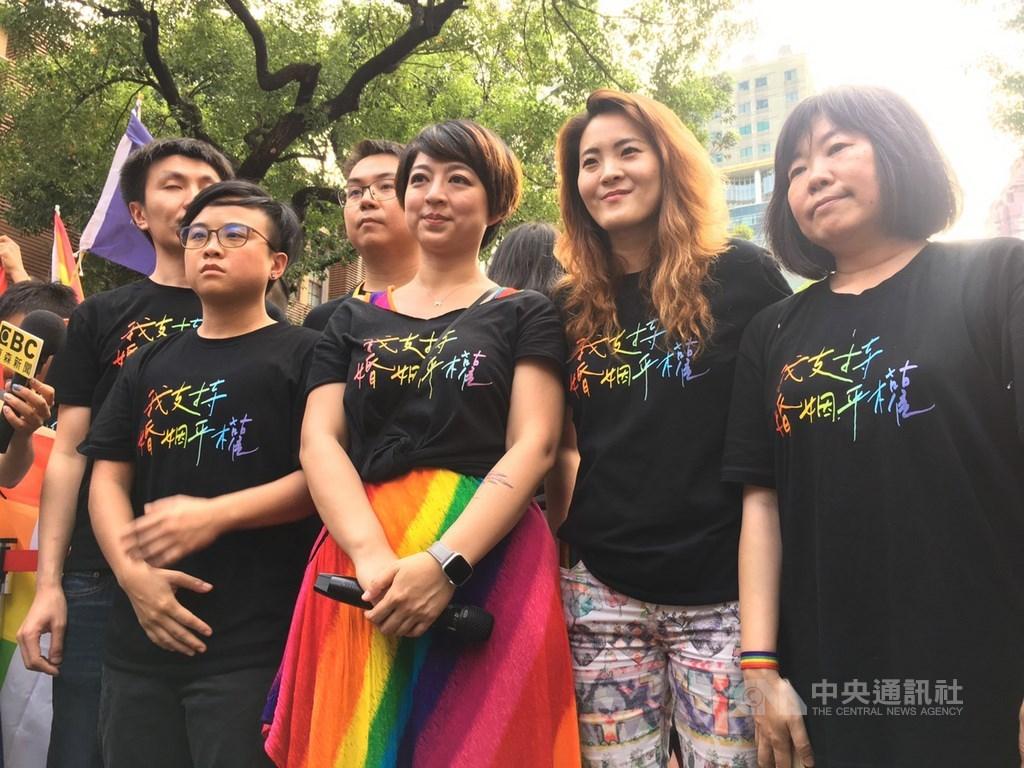 台灣成為亞洲首個同性婚姻合法化國家。美國主流媒體如華爾街日報報導,這部法案通過擦亮台灣包容民主的招牌。(中央社檔案照片)
