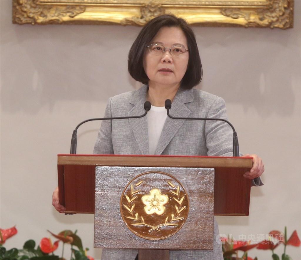 總統蔡英文20日在總統府,主持「3年有成 台灣進步關鍵字」記者會,說明就職3週年來的施政成績。中央社記者鄭傑文攝 108年5月20日