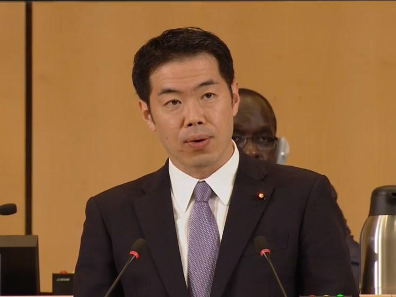 日本厚生勞動大臣政務官新谷正義21日在世界衛生大會表示,不該讓特定地區連以觀察員身分都無法參與WHA,這將產生地域空白。(圖取自WHO網頁www.who.int)