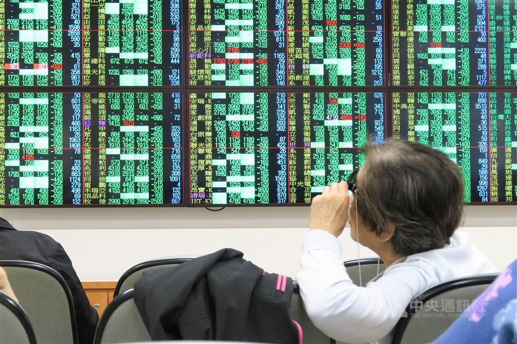 台股加權指數23日終場收在10308.37點,大跌148.85點,跌幅1.42%(中央社檔案照片)