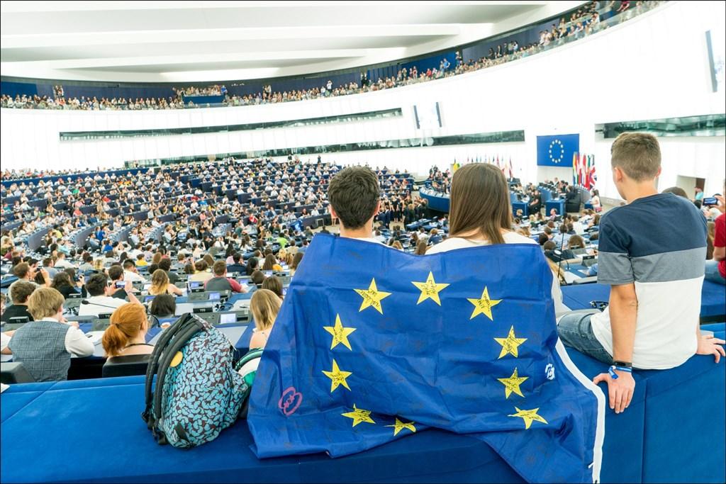 5年一度的歐洲議會選舉已在5月23日起登場,歐盟28會員國選民將直選出751位議員代表5億歐盟公民立法。(圖取自twitter.com/Europarl_en)