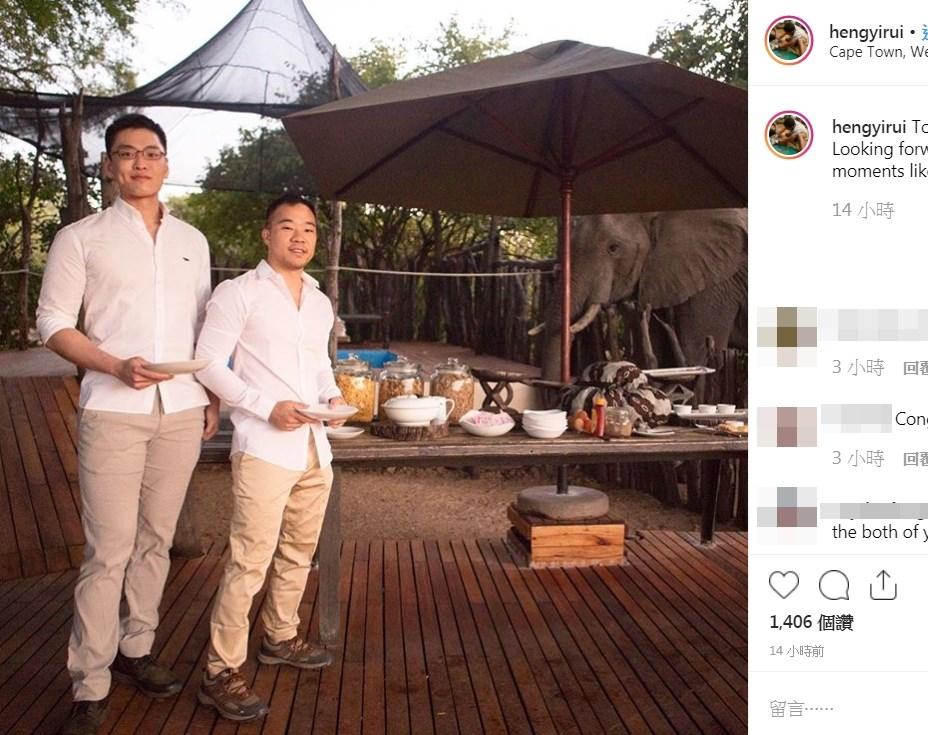 星馬地區媒體24日報導,新加坡建國總理李光耀的孫子李桓武(左)已和男友結婚。不少網友獲悉後按讚給予祝福。(圖取自Yirui Heng IG網頁)