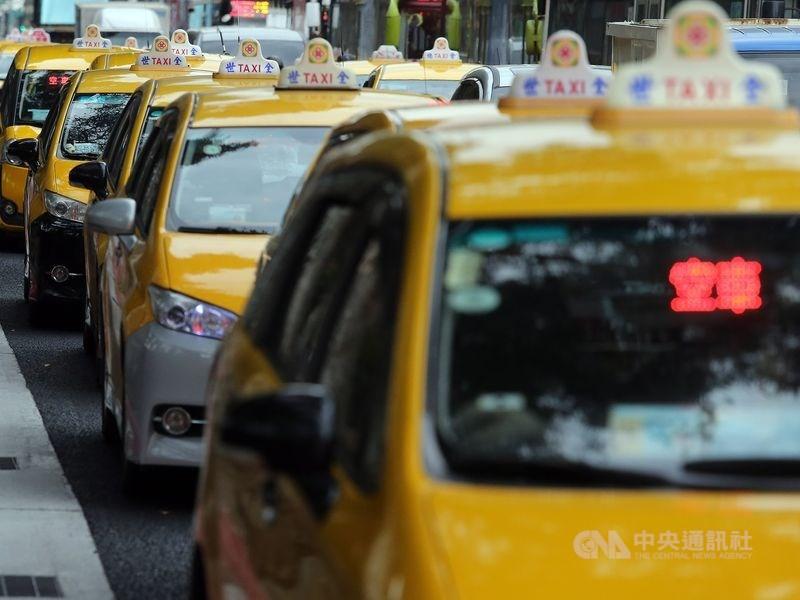 交通部提高計程車汰舊換新補助金額,預計6月3日上路,3年經費約新台幣18億元,共有1萬2000輛計程車受惠。(中央社檔案照片)