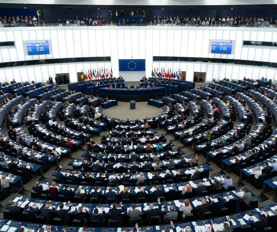 歐洲議會選舉26日結束,基於部分計票結果和出口民調的初步預測顯示,保守派政團歐洲人民黨仍是最大黨團。(圖取自facebook.com/europeanparliament)